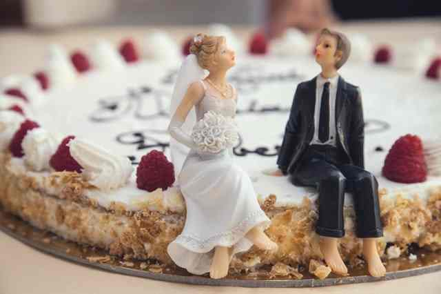 Wedding speech edit symbolised by a wedding cake bride and groom - they are models on the cake