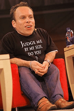 Photo of Warwick Davis seated